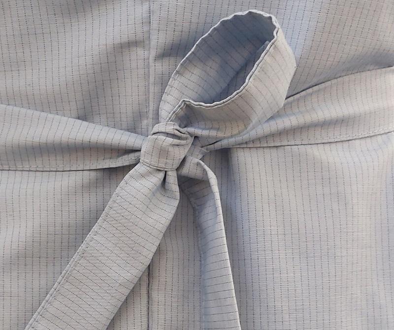 Фиксация на длинном антистатическом халате